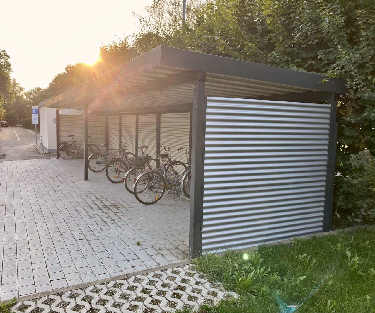 Fahrradüberdachung Wellblech Sonnenuntergang