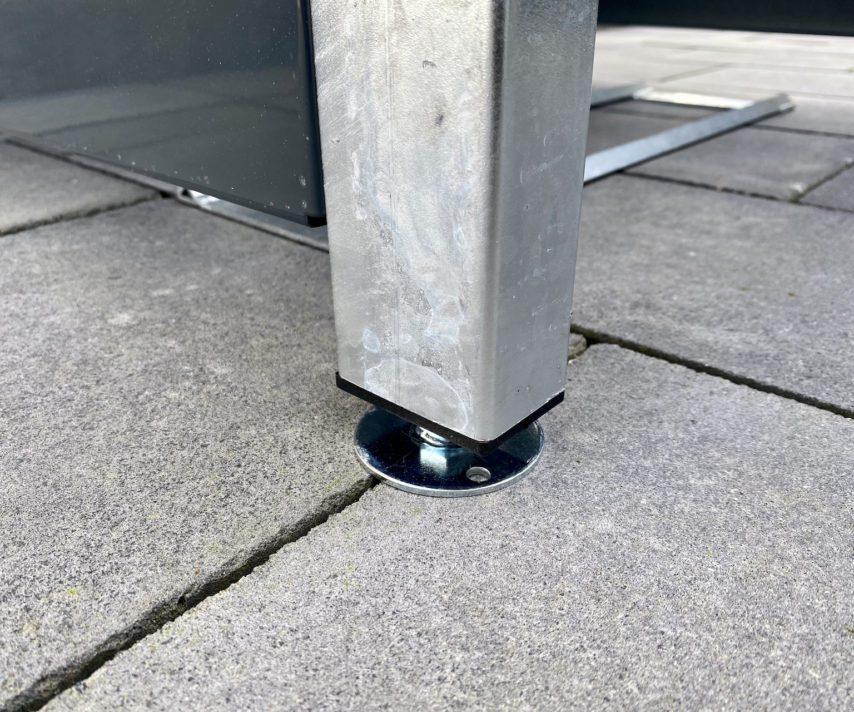 Mülltonnenbox – höhenverstellbare Füße