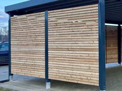 Carports und Fahrradüberdachungen – Seitenwand Holzlattung waagerecht blickdicht