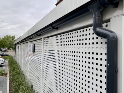 Carports und Fahrradüberdachungen – Seitenwand Lochblech Quadratlochung